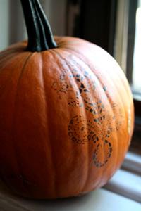 stencilling pumpkin