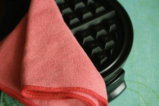 cleaning waffle iron